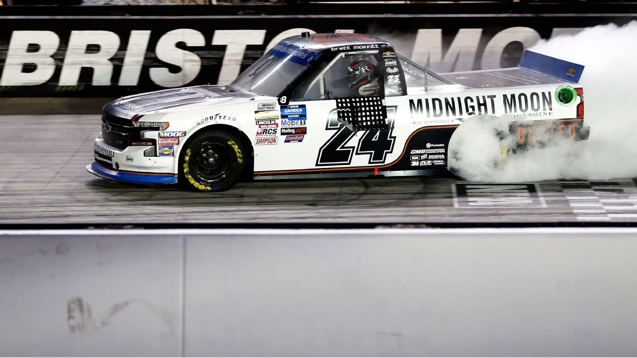 how much do camping world truck series drivers make