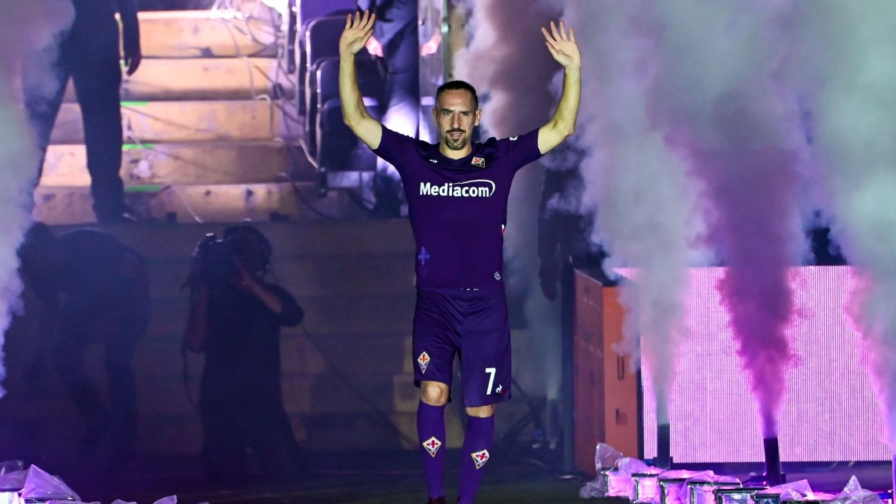 Franck Ribery is introduced at the Artemio Franchi as a Fiorentina player.