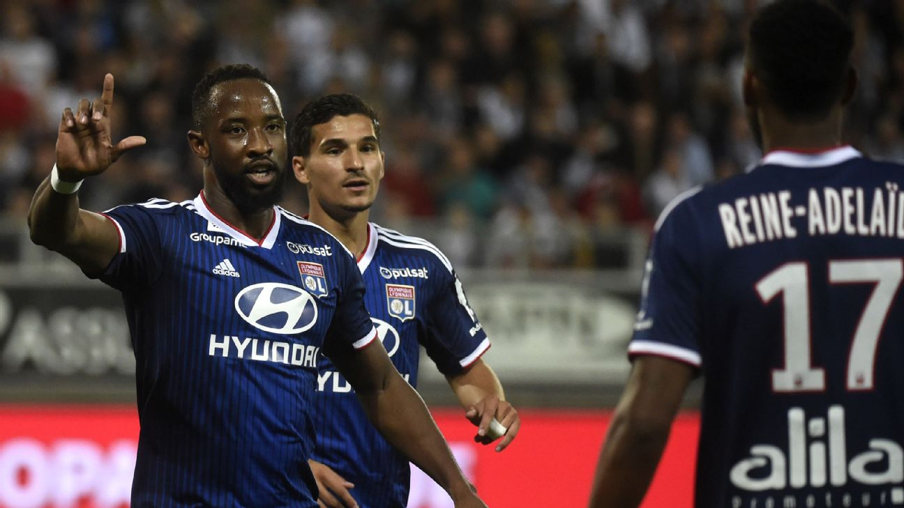 Lyon forward Moussa Dembele celebrates with his teammates after scoring a goal against Amiens.