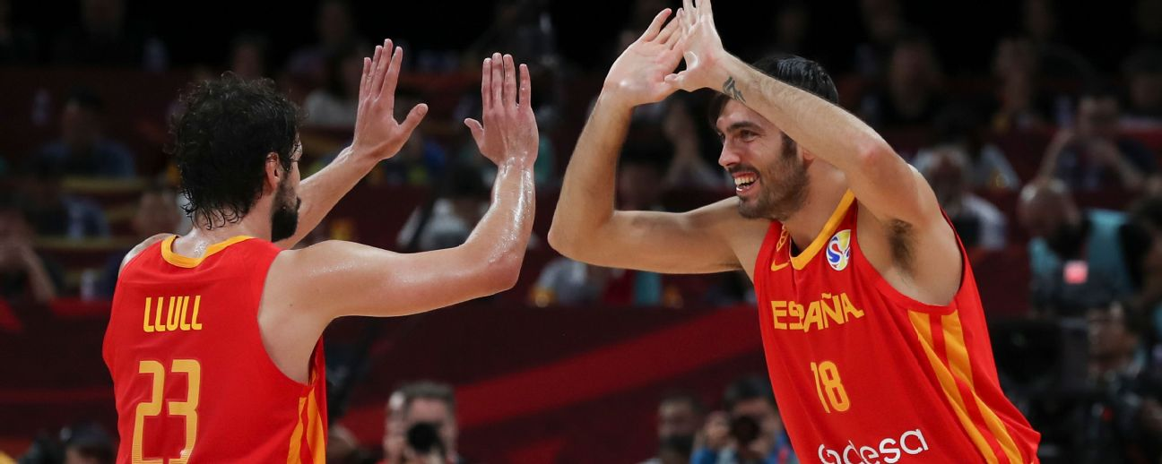 Spain players celebrate at FIBA World Cup