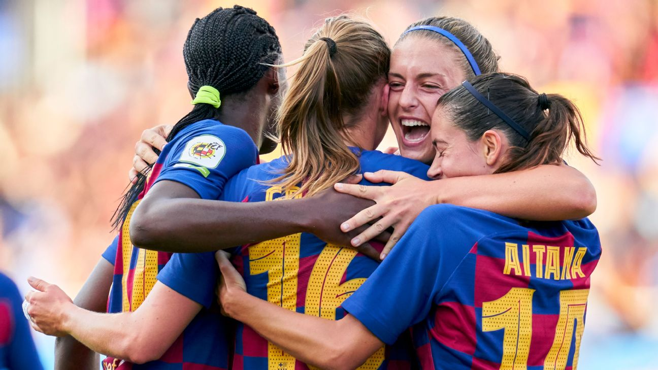 Players of FC Barcelona women celebrate