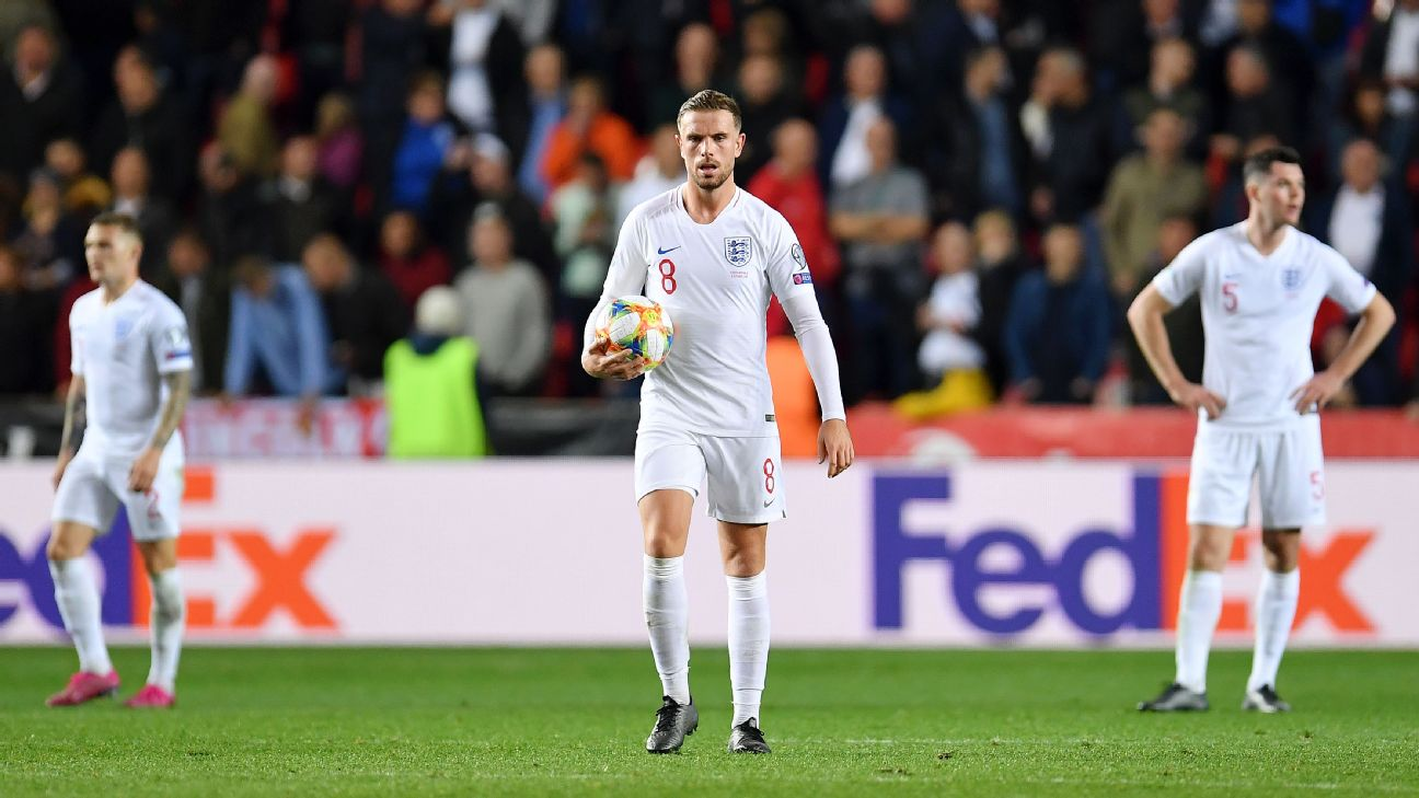 Jordan Henderson looks on during England's Euro 2020 qualifying loss at the Czech Republic.