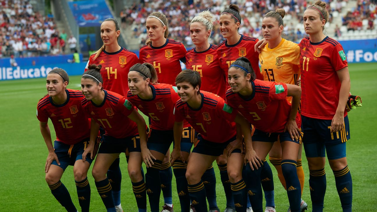 Spain women line up for their World Cup round-of-16 clash with USA
