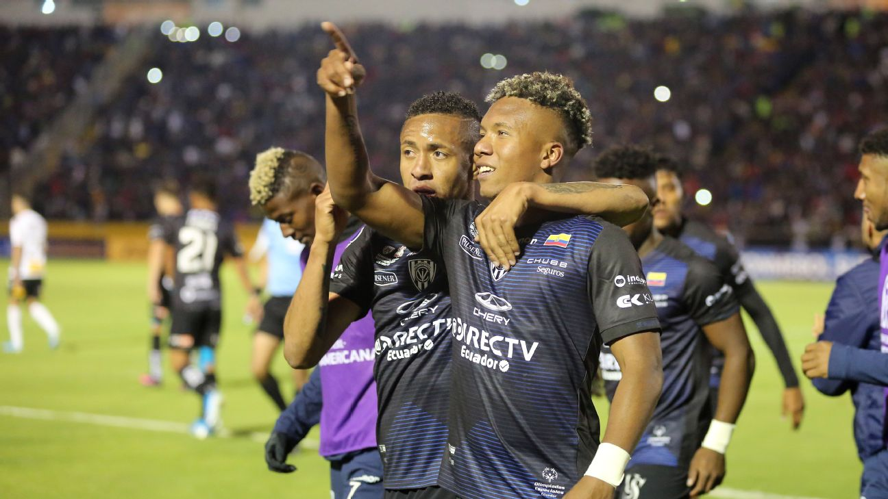 Independiente del Valle players celebrate after advancing to the Copa Sudamericana final.