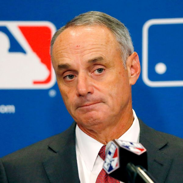 Manfred: Mistake to call WS trophy 'piece of metal'