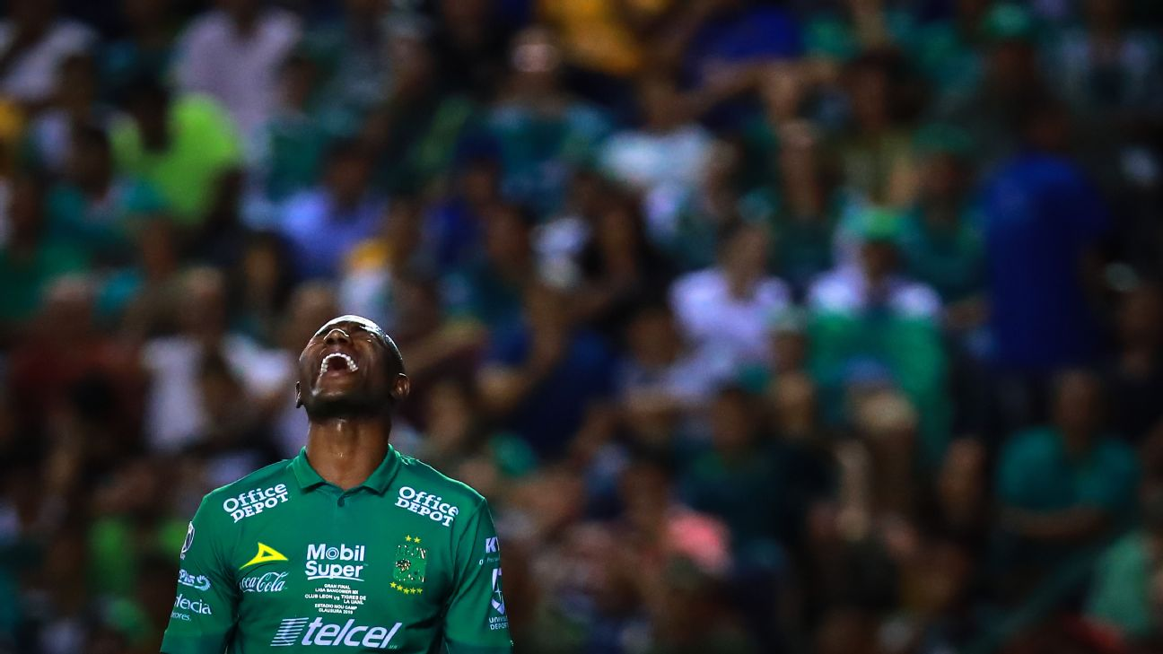 Andres Mosquera reacts during Leon's Liga MX Clausura final defeat to Tigres.