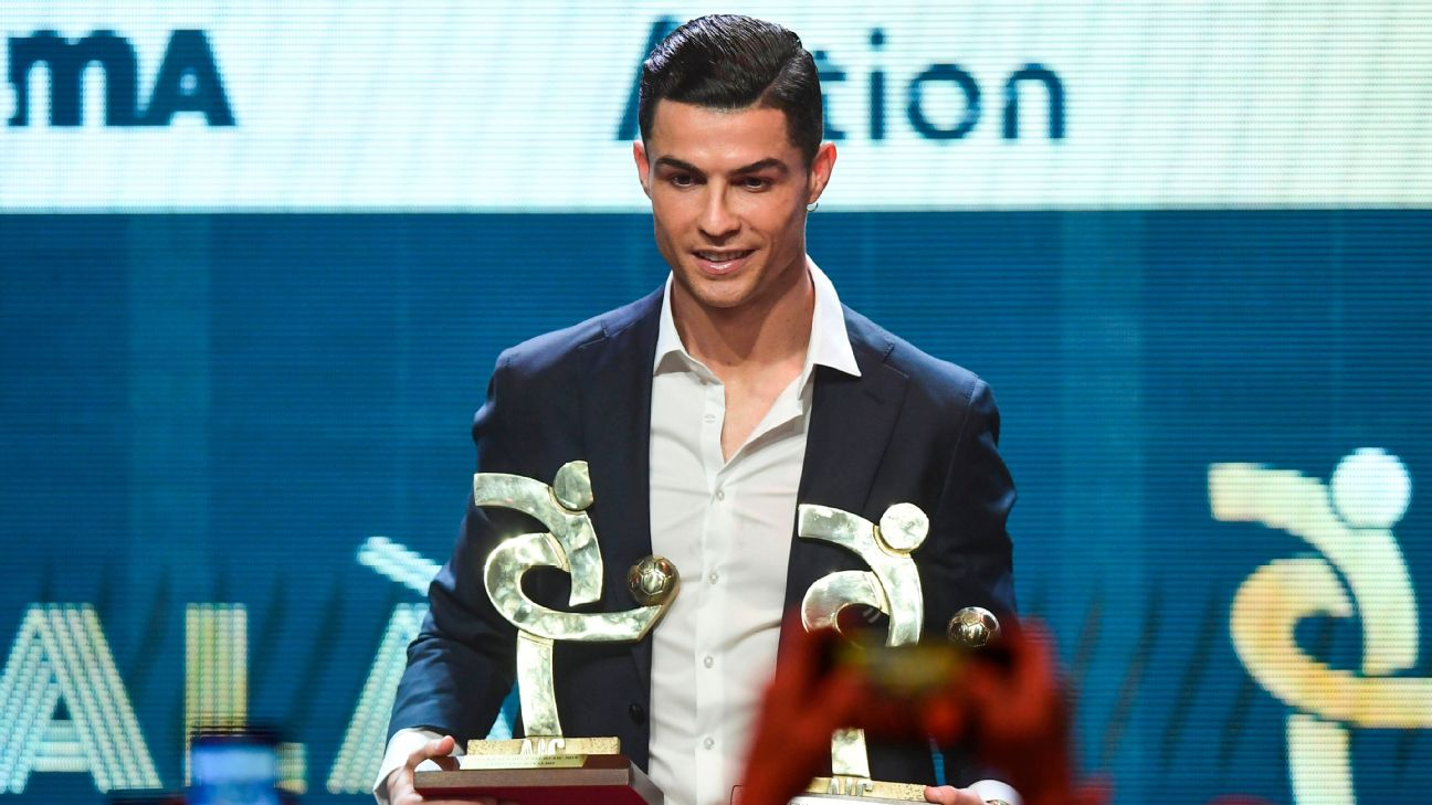 Cristiano Ronaldo won the award for the Serie A player of the year award on Monday.