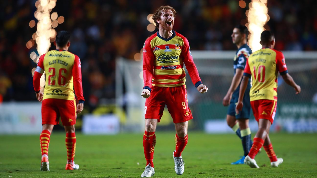 Fernando Aristeguieta of Morelia celebrates after scoring a goal against Club America in the 2019 Apertura playoff.