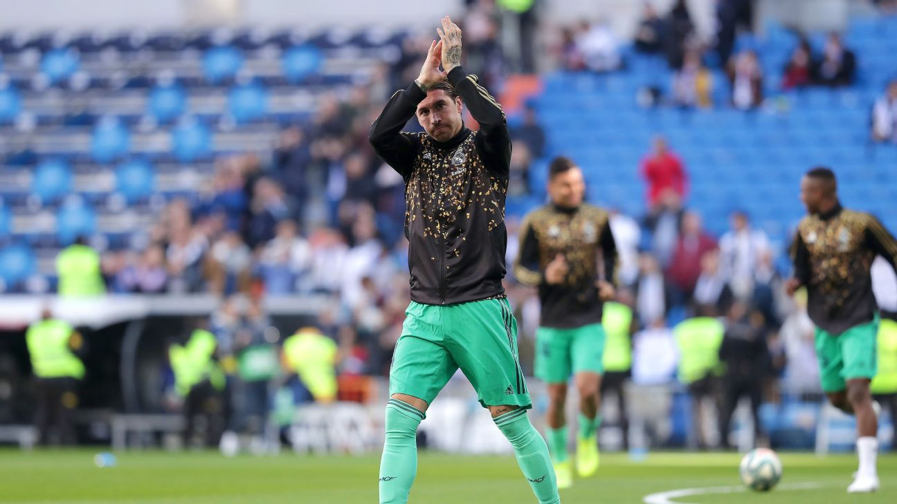 Sergio Ramos of Real Madrid applauds the fans as he warms up prior to the Liga match between Real Madrid CF and RCD Espanyol