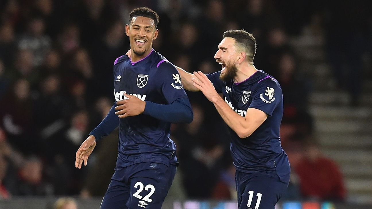 West Ham's Haller ends goal drought to earn win at Southampton