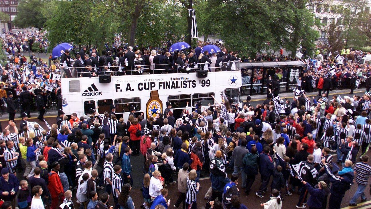 Newcastle United fans watch as the FA Cup runners-up arrive back in Newcastle to thank their fans for their support.