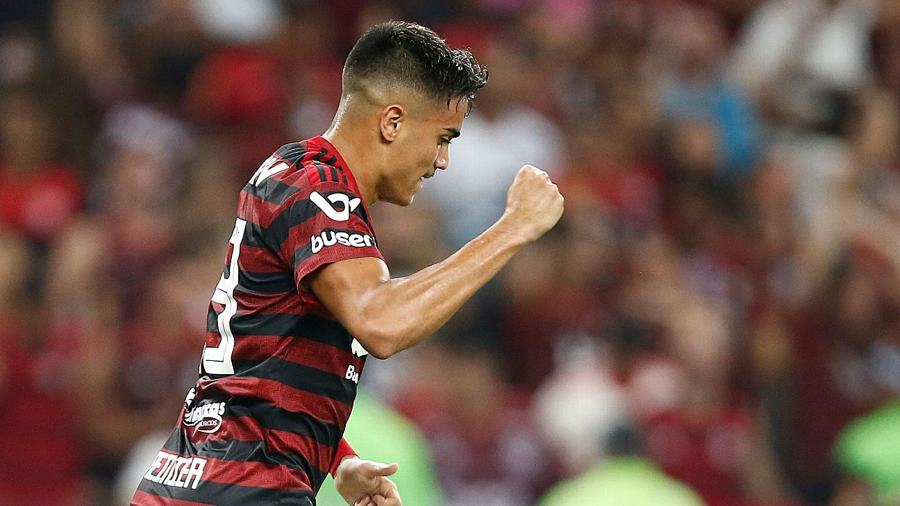 Reinier of Flamengo celebrates his goal during a match between Flamengo and Bahia.
