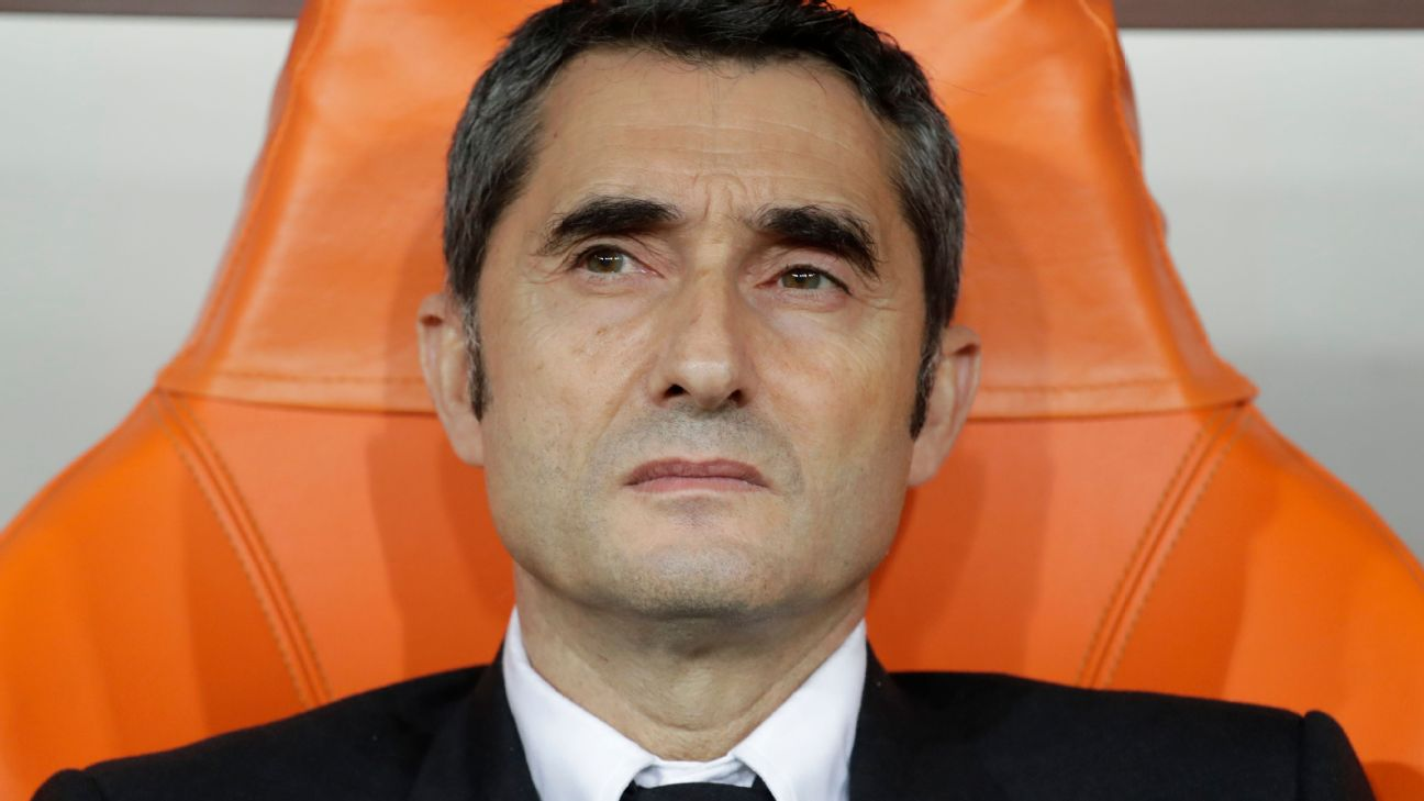 Ernesto Valverde looks on during Barcelona's Spanish Supercopa defeat to Atletico Madrid.