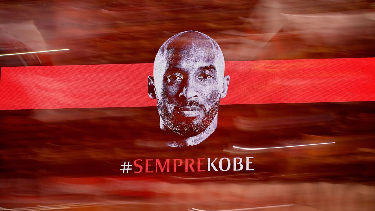 AC Milan players and fans paid tribute to Kobe Bryant on Tuesday ahead of their Coppa Italia match against Torino.