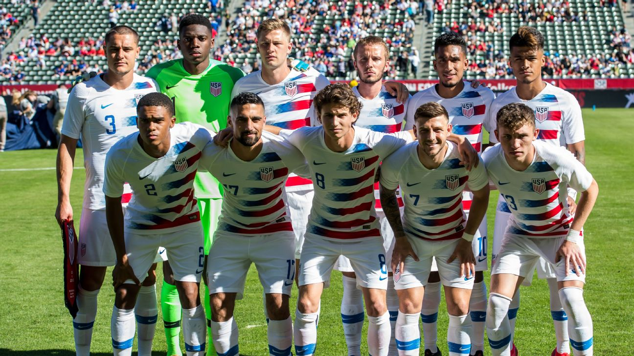 U.S. players pose for a photo ahead of a friendly against Costa Rica.