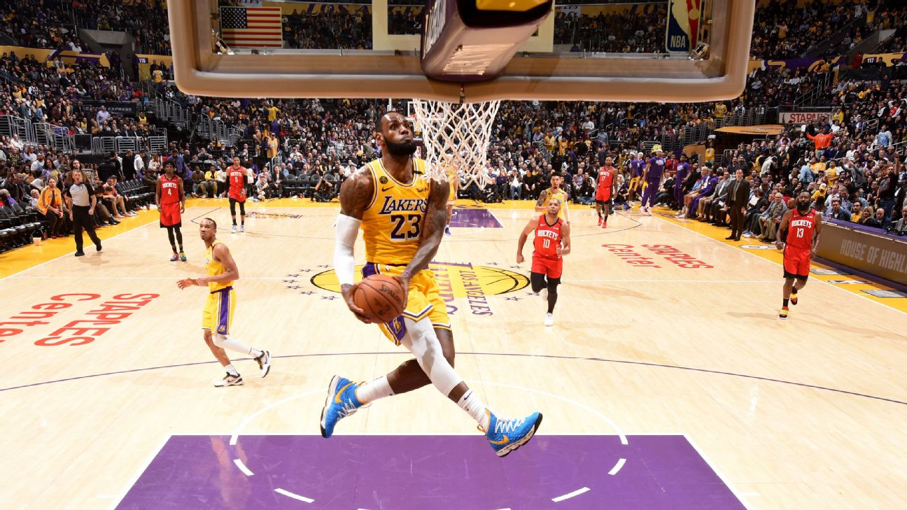 Lebron James Soaring Dunk Nearly Identical To Kobe Bryant S 2001 Move