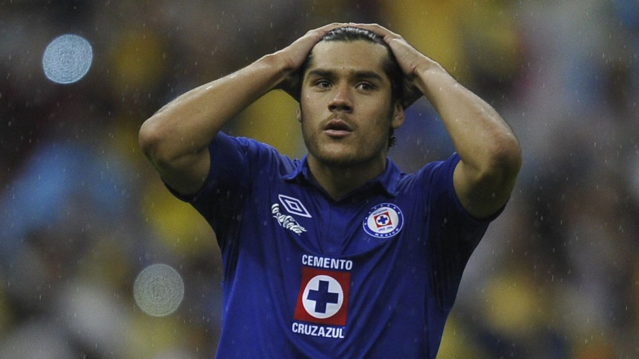 Javier Orozco reacts during Cruz Azul's Liga MX Clausura final defeat to Club America.
