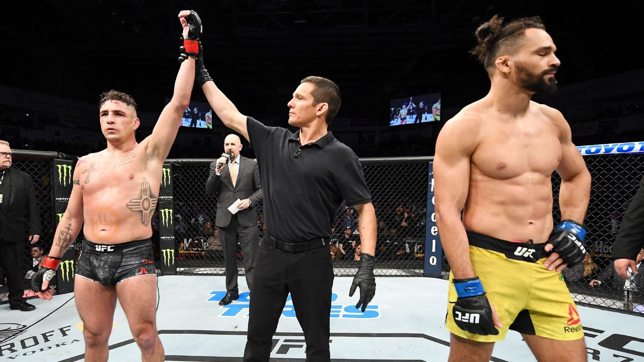 Ufc Fight Night Results Disqualifications Upsets And Backflips