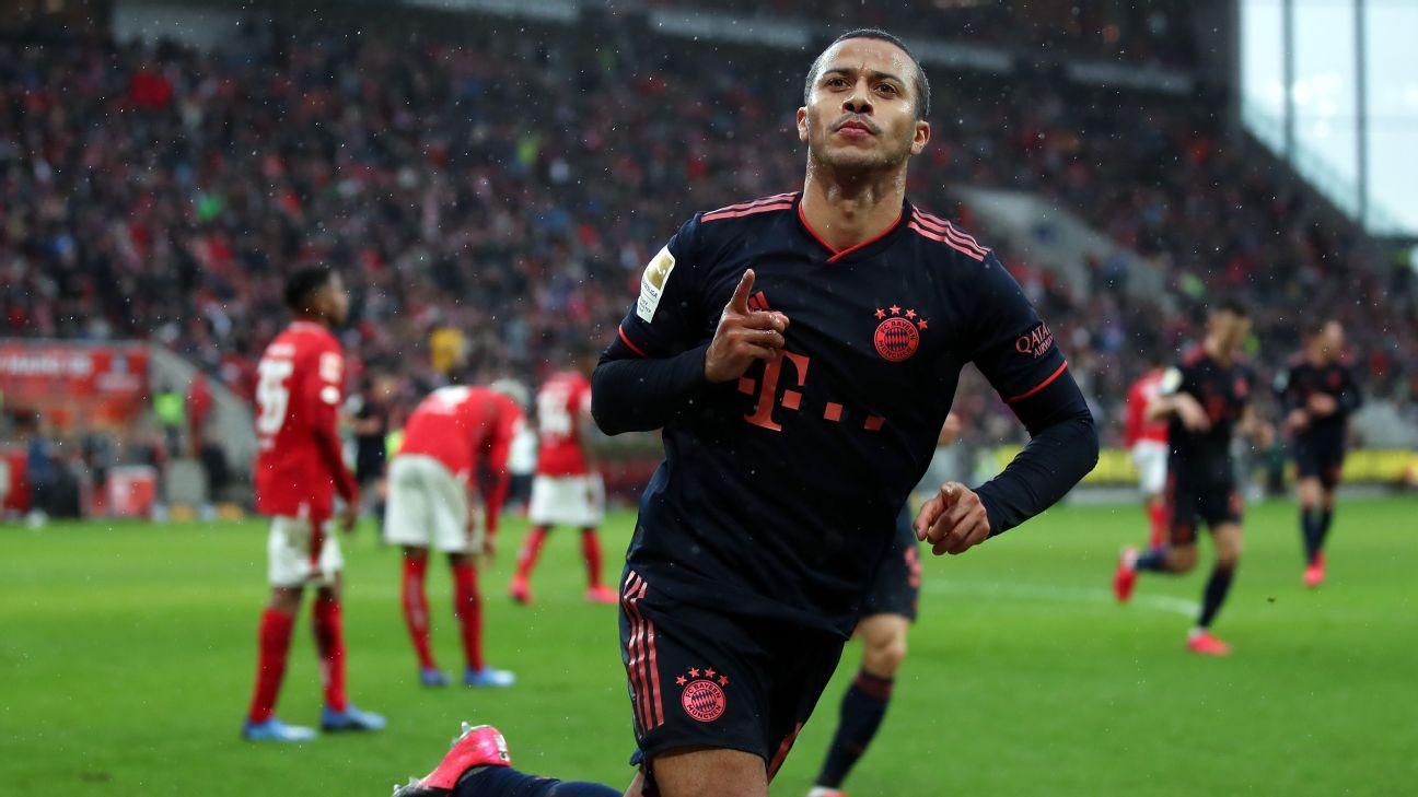 Thiago celebrates during Bayern Munich's Bundesliga match against Mainz.