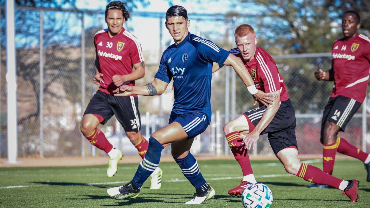 Alan Pulido possesses the ball during Sporting Kansas City's preseason match against Real Salt Lake.