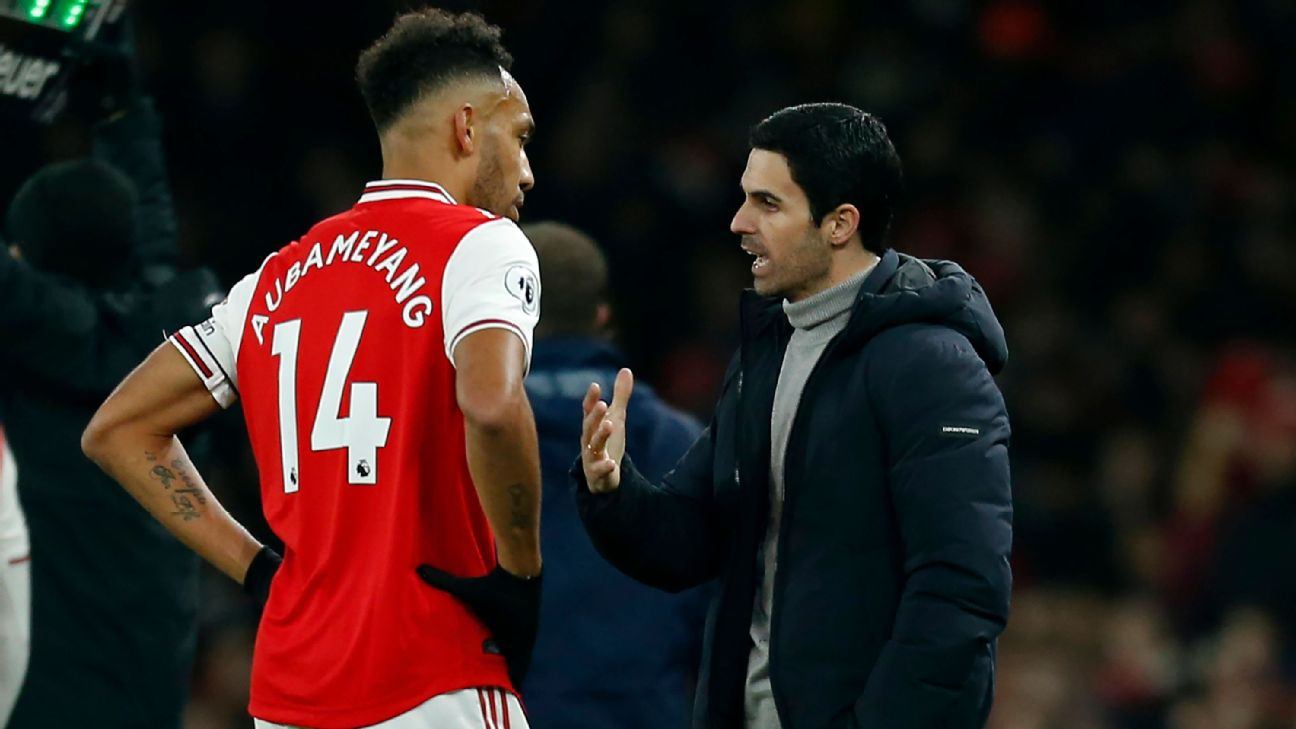 Mikel Arteta with Pierre-Emerick Aubameyang