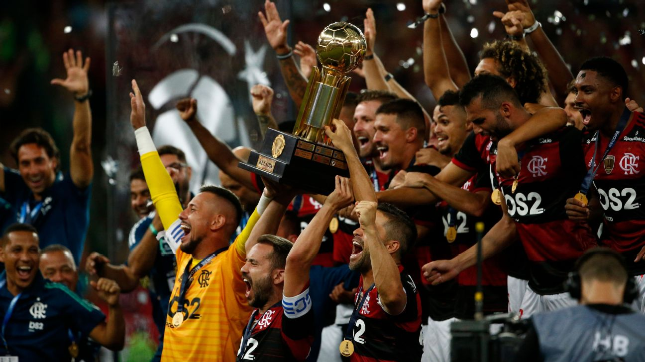 Everton Ribeiro of Flamengo lifts the champions trophy of the CONMEBOL Recopa Sudamericana 2020