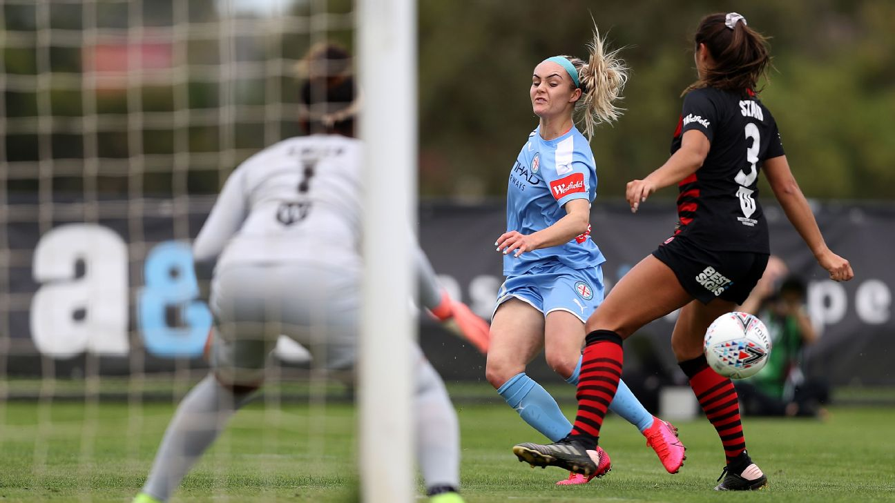 Ellie Carpenter of Melbourne City crosses the ball into box