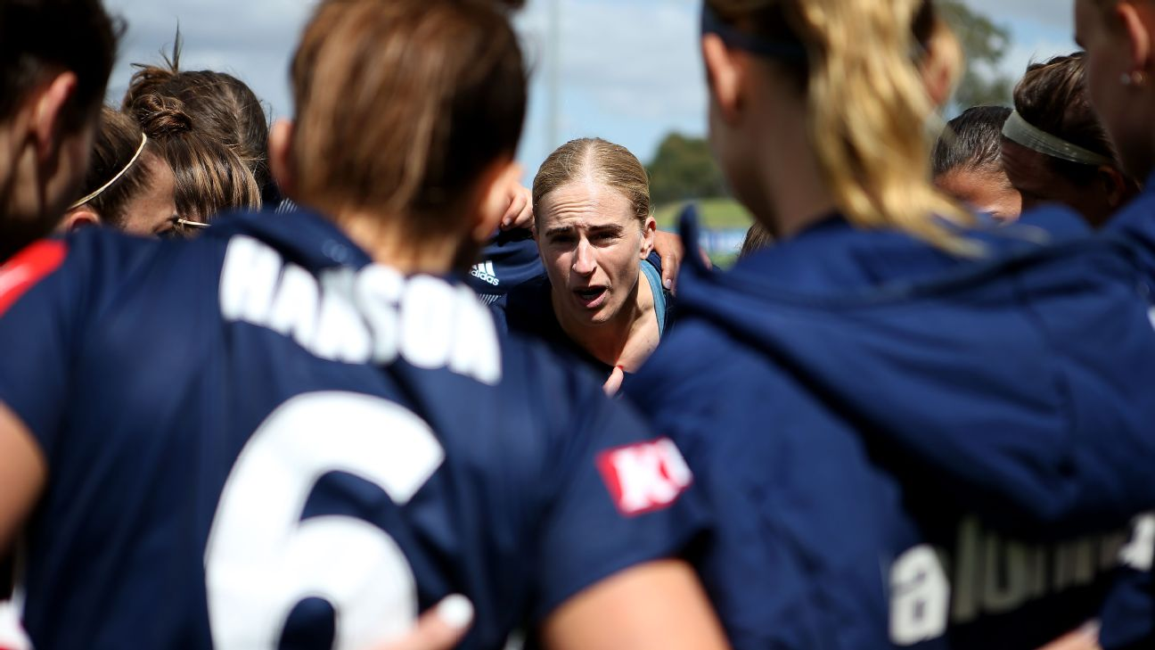 Natasha Dowie of Melbourne Victory speaks to her team ahead of the W-League Semi Final match between the Melbourne Victory and Sydney FC