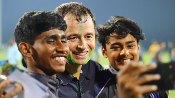 Kibu Vicuna (centre) shares a selfie with fans after Mohun Bagan clinched their second I-League title with a 1-0 win against Aizawl FC in Kalyani.