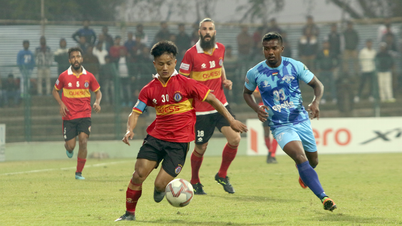 Brandon Vanlalremdika (L) of East Bengal takes on Munmun Lugun of Punjab FC during an I-League game. Both clubs are on 23 points from 16 games, and trail only Mohun Bagan, who have already sealed up the title race this season.