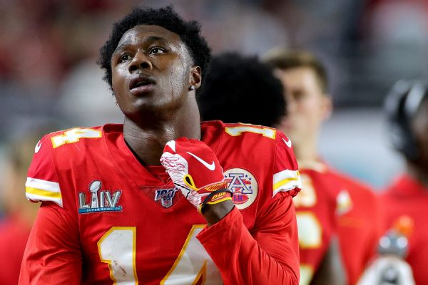 Watkins OK with less money to win with Chiefs