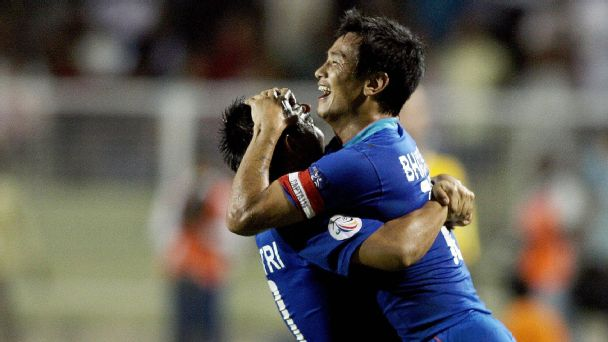Bhaichung Bhutia(R) celebrates with Sunil Chhetri during India's 4-1 win against Tajikistan in the AFC Challenge Cup final in New Delhi on August 13, 2008.
