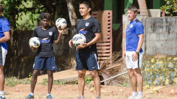 Former BFC coach Ashley Westwood (R) looks on as Sunil Chhetri leads the team practice, ahead of a Federation Cup group match against East Bengal, in Manjeri, Kerala in January 2014.