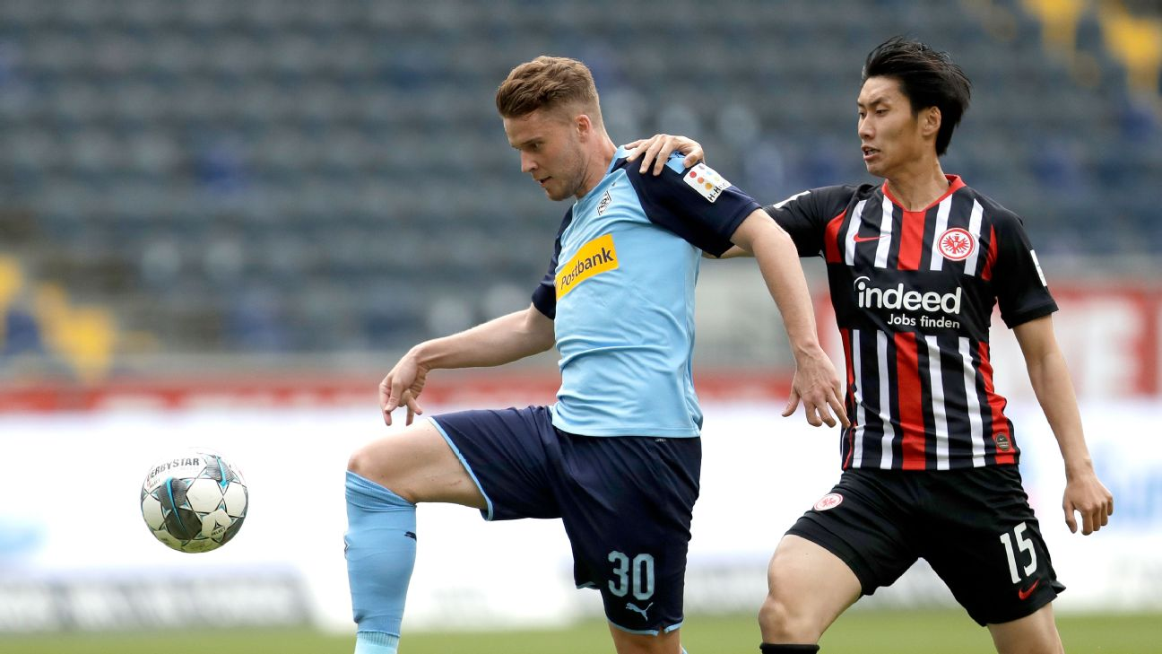 Daichi Kamada started in Frankfurt's 3-1 loss to Moenchengladbach.