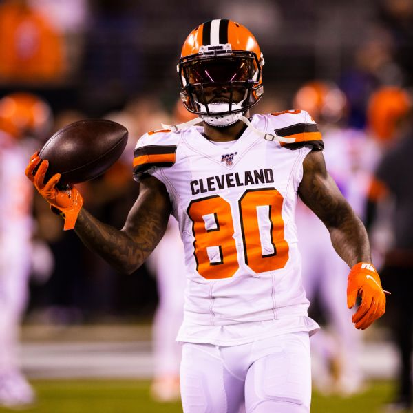 Browns WR Landry passes physical, rejoins roster