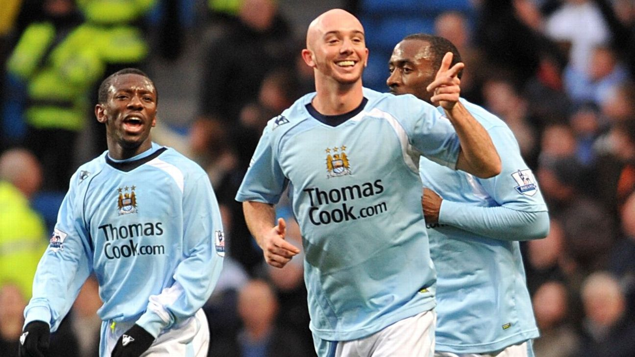 Manchester City's Stephen Ireland (centre) celebrates scoring his sides first goal with teammates Shaun Wright-Phillips (l) and Darius Vassell