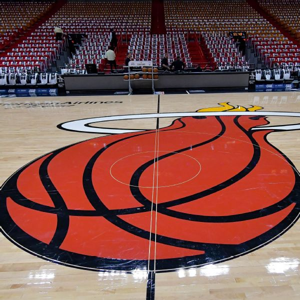 Heat to use COVID-sniffing dogs to screen fans