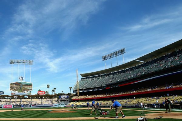California approves limited fans at MLB stadiums