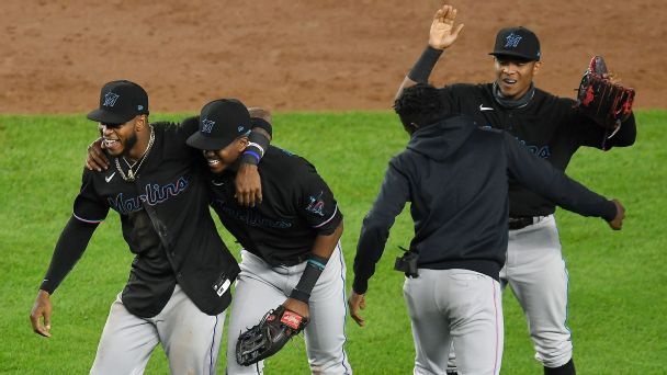 MLB playoff push: What's at stake on final weekend, plus current postseason bracket