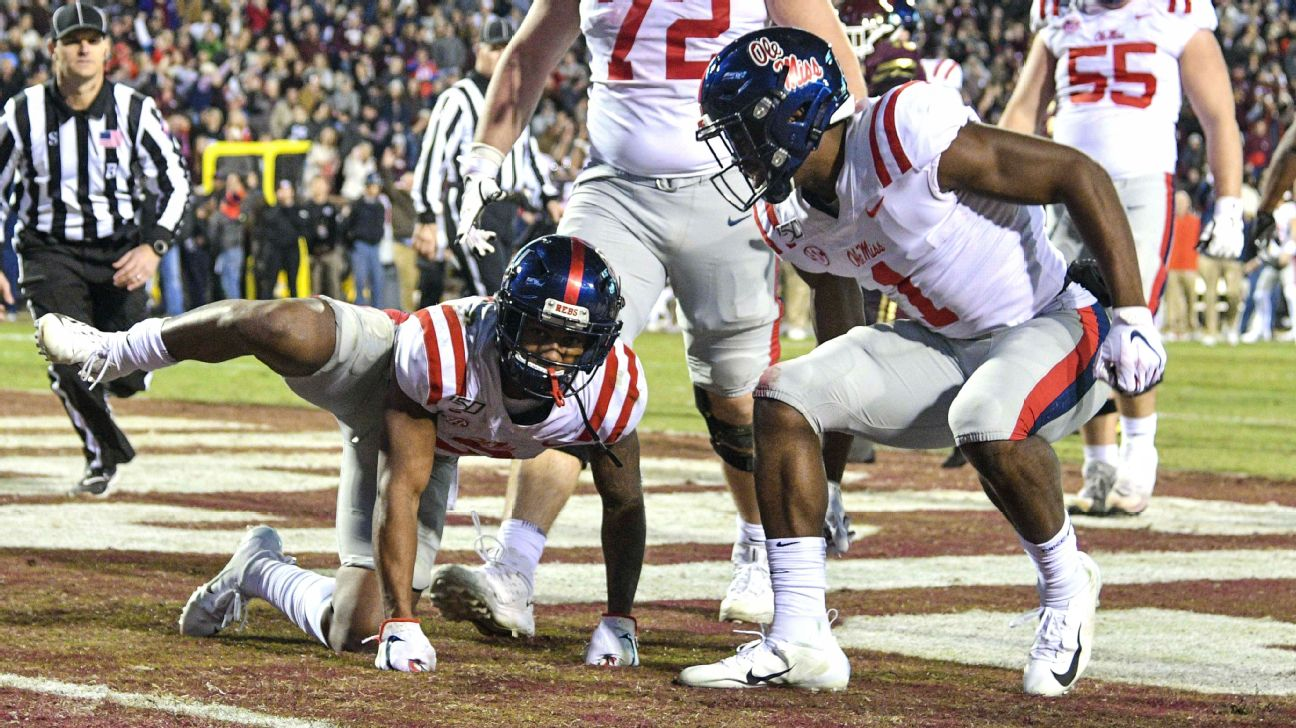 A year after his infamous leg lift, Elijah Moore looks for redemption in latest Egg Bowl