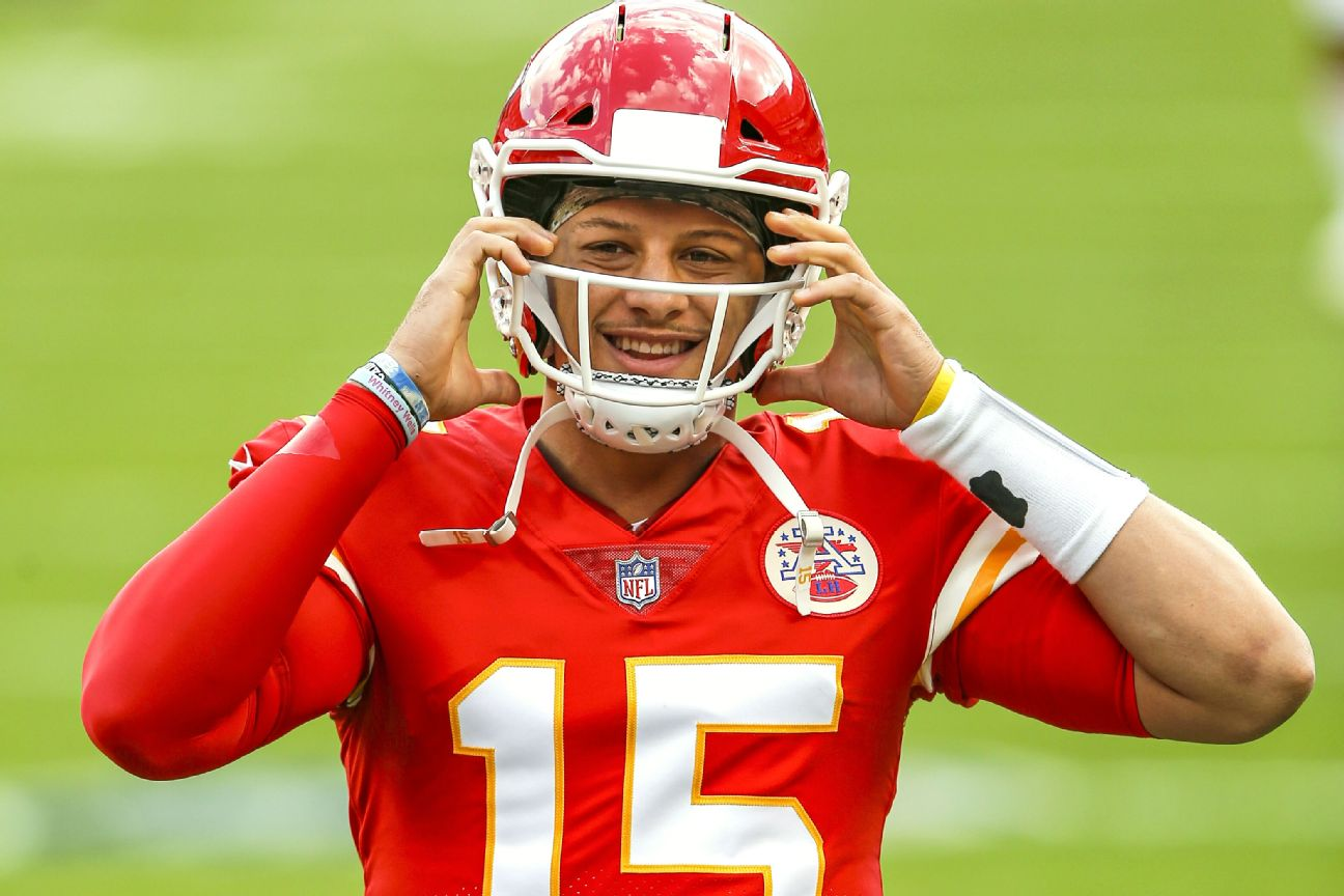 Mahomes practices fully, but remains in protocol