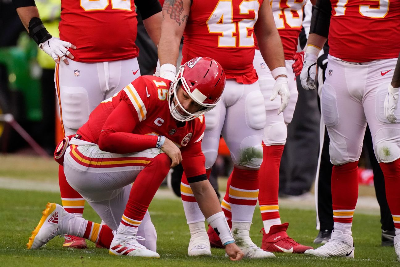 Sources: Mahomes clears steps, still in protocol