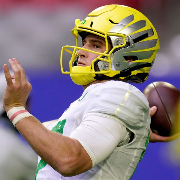 Former Oregon QB Shough heads to Texas Tech
