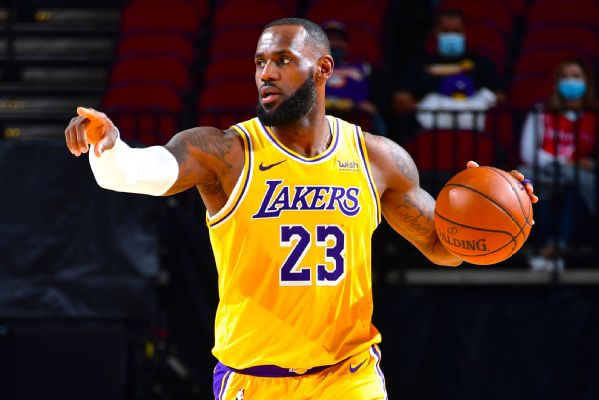 Fans ejected after spat with LeBron in Atlanta