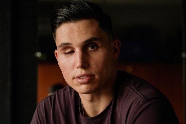 Giants' Robinson hitless in return to pro baseball