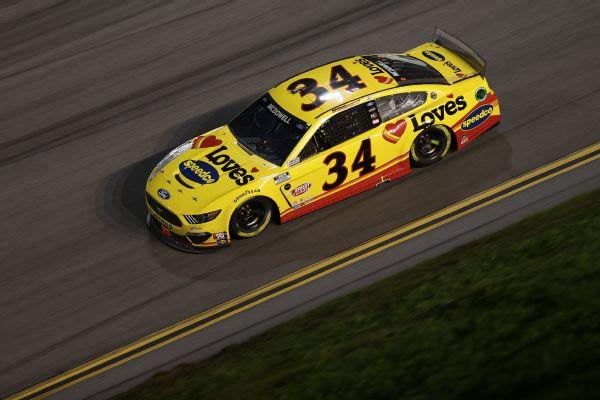 McDowell wins Daytona 500 after last-lap wreck