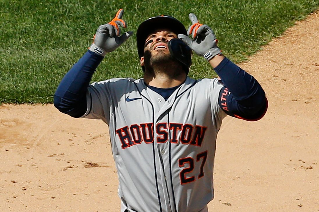 Altuve's birthday HR answers boos, lifts Astros