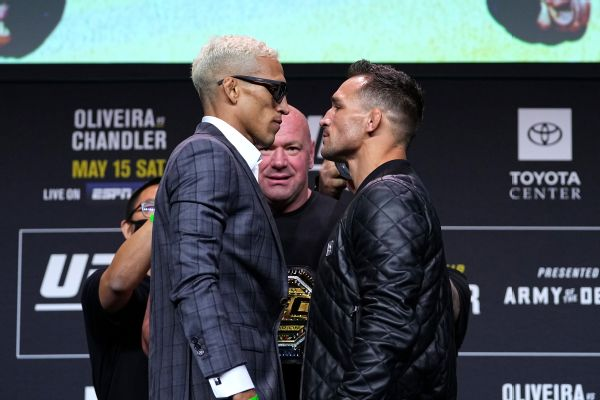 Oliveira, Chandler make weight for UFC title fight