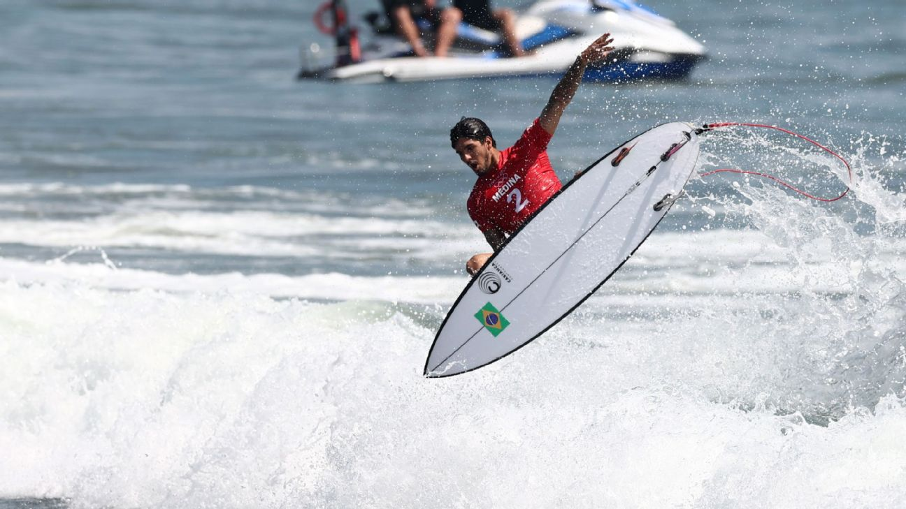 Olimpíadas: Medina supera mar de poucas ondas, vai direto às oitavas do  surfe e empolga Yasmin Brunet: 'Você é f***'