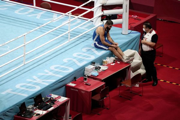 French boxer refuses to leave ring after DQ loss